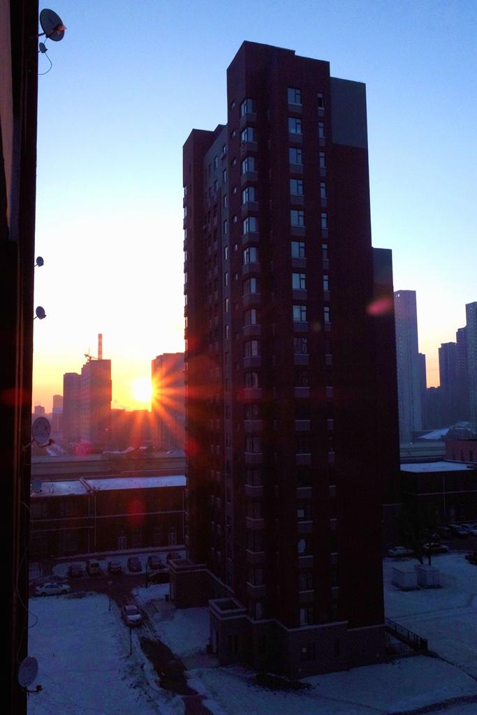 城市清晨阳光