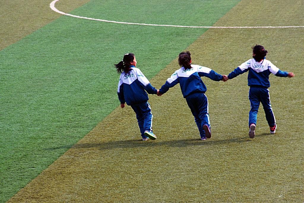 【原创】三个女孩的背影