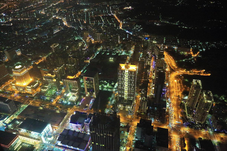 鸟瞰台北夜景图片