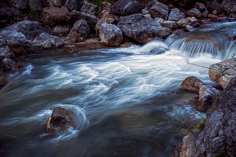 深山流瀑纳凉处  拍摄于四川华蓥山黑龙峡