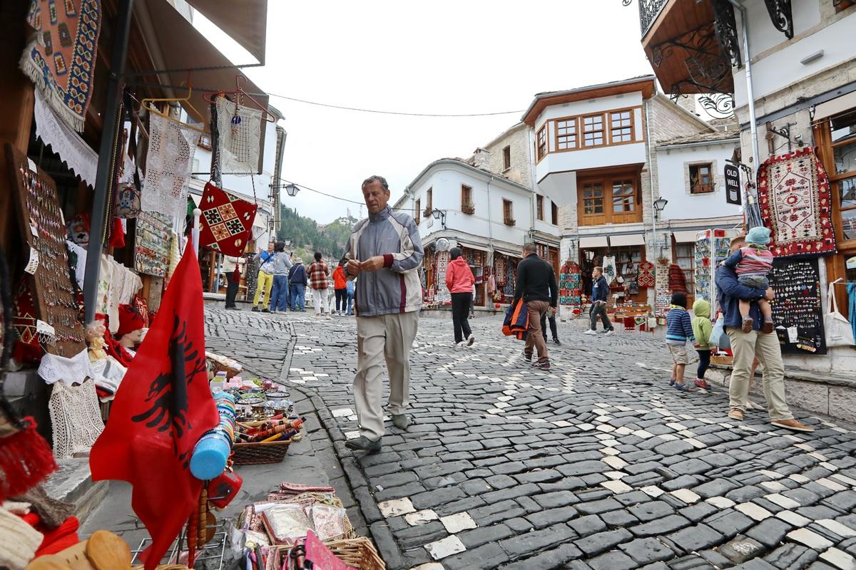 巴尔干之旅---阿尔巴尼亚吉诺卡斯持城堡.1