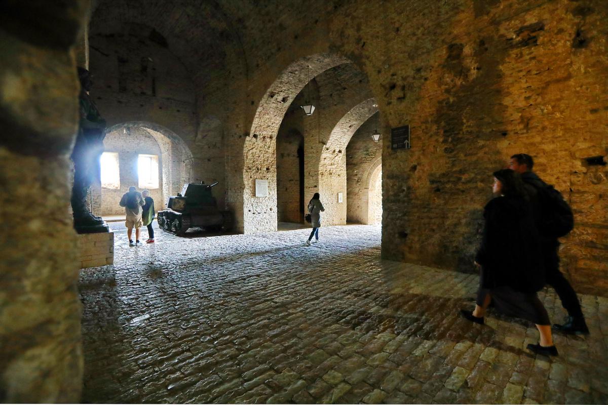 .巴尔干之旅---阿尔巴尼亚吉诺卡斯持城堡.2