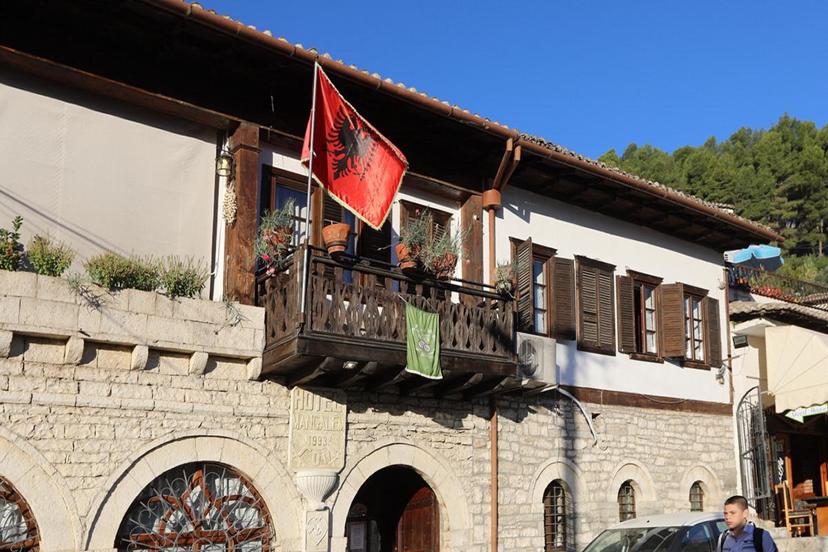 巴尔干之旅---阿尔巴尼亚吉诺卡斯特清晨