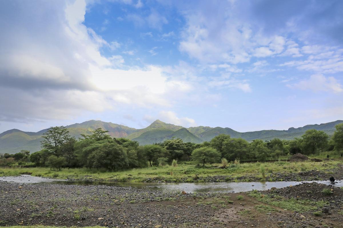 探访埃塞俄比亚----部落边小溪.