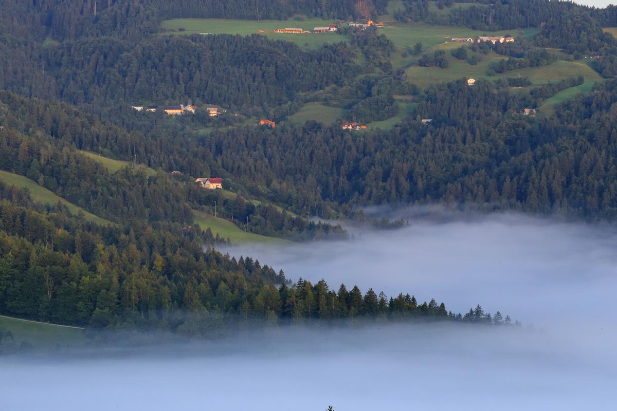 斯洛文尼亚--嗄伯罗斯巴科德山的晨雾.2