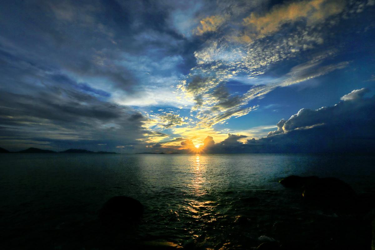 海南忆一一分界州岛的日出